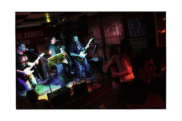 garage-band-1243B5D396-69DE-F1FE-FF92-654E24FDBE79.jpg