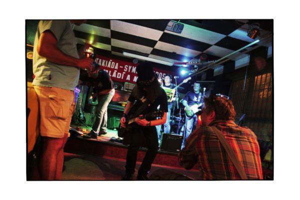 garage-band-180CEFB151-9613-FA6E-501A-7CCEA429372F.jpg